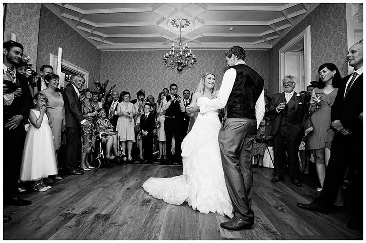 bride groom start first dance