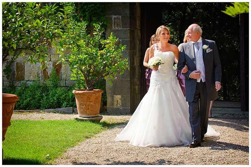 bride arrives Castello di Vincigliata  on the arm of her father
