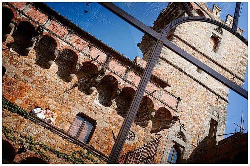 bride groom kiss Castello di Vincigliata reflected in windows