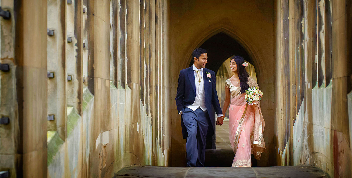creative Cambridge Destination wedding photographer cambridge uk europe bride groom bridge of sighs