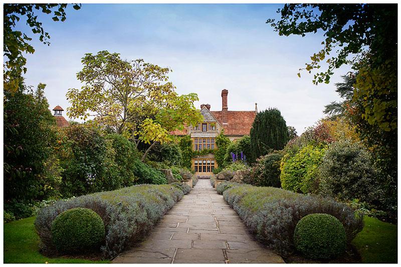 le manoir aux quat'saisons gardens wedding photographer