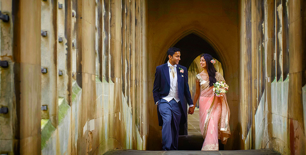 creative cambridge wedding photographer st john college uk europe bride groom bridge of sighs