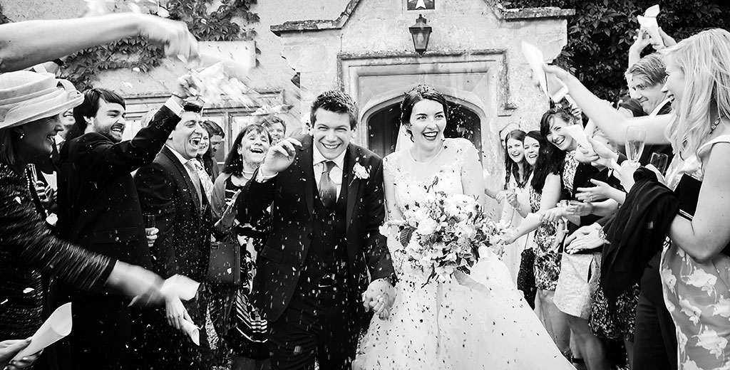 creative documentary wedding photographer oxfordshire friars court uk europe bride groom confetti