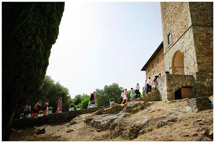 Castel di Poggio wedding guests walking to castle entrance