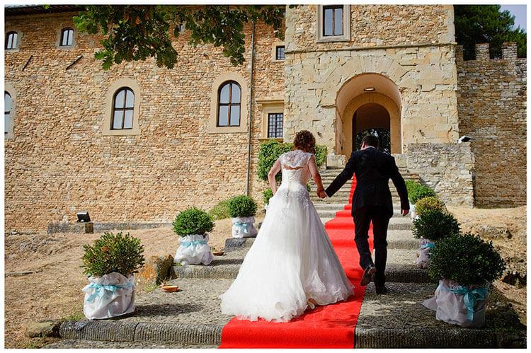Castel di Poggio wedding walk up red carpet to castle entrance