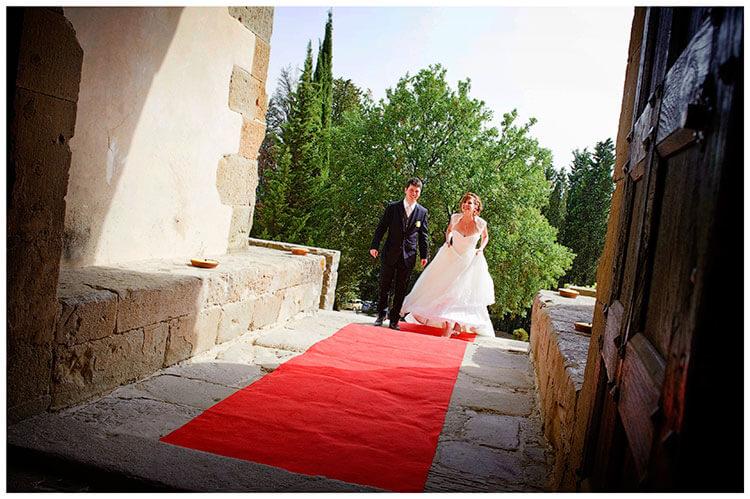 Castel di Poggio wedding bride groom on red carpet