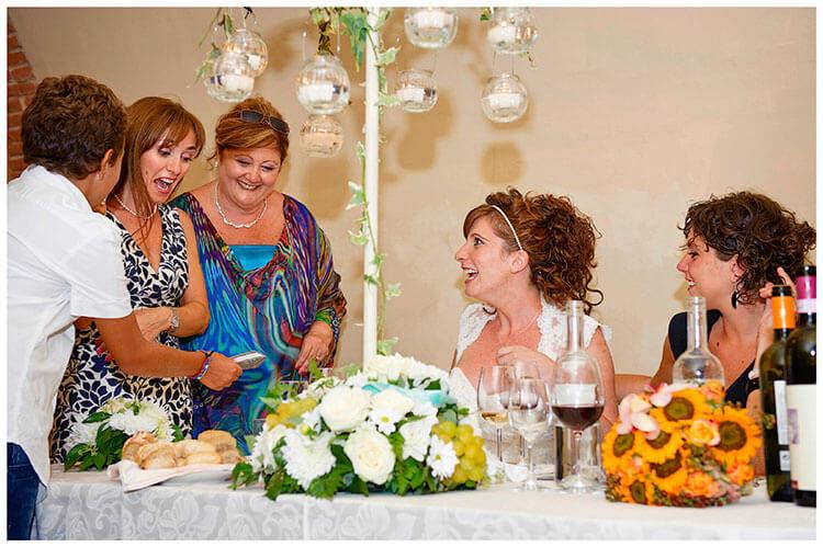 Castel di Poggio wedding look of suprise at photo