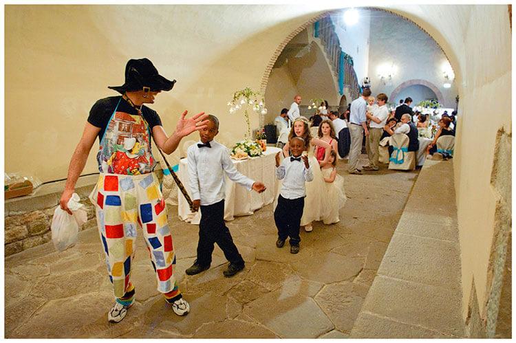 Castel di Poggio wedding Childrens entertainer leading children