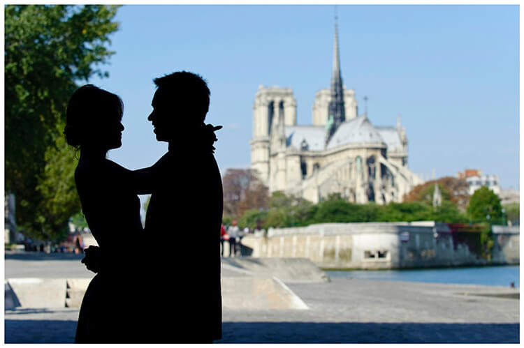 Paris pre-wedding photography couple silhouette notre dame cathedral in background