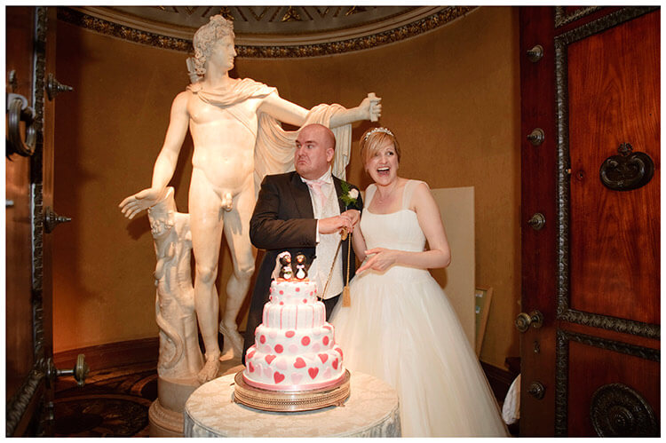 Woburn Sculpture Gallery wedding cake cutting