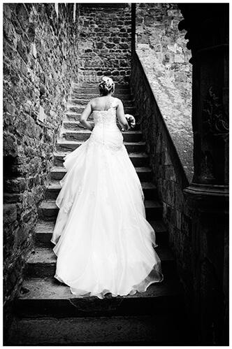 Castello di Vincigliata wedding bride climbing stairs