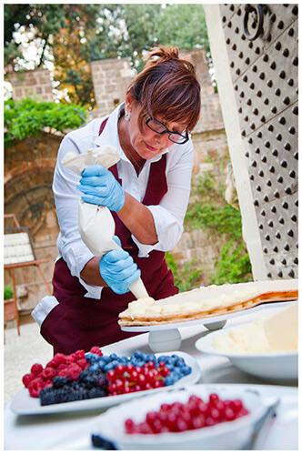 Castello di Vincigliata wedding cake being made