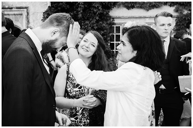 Oxfordshire friars Court Wedding removing confetti from hair