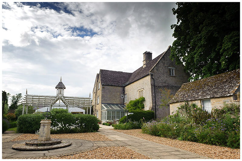 Oxfordshire friars Court Wedding rear courtyard