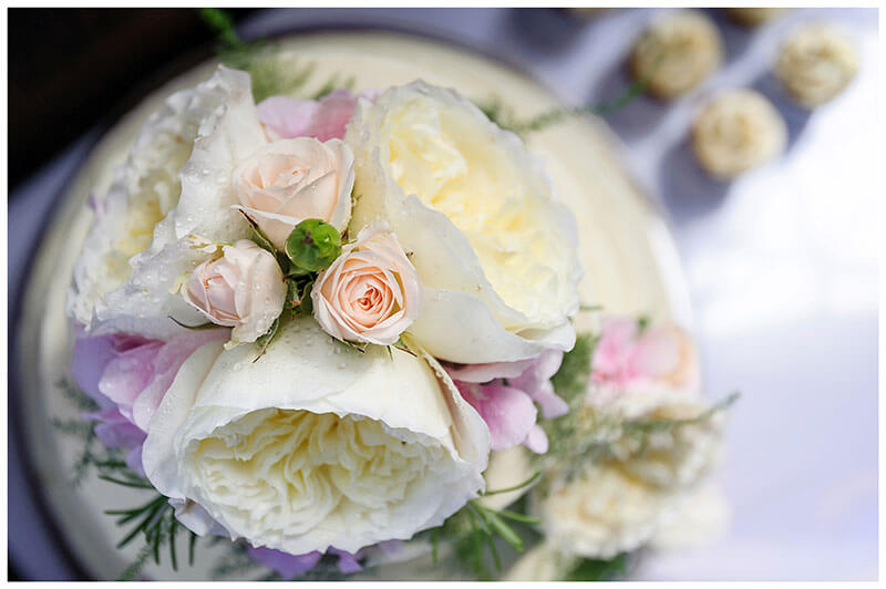 Flowers on top of round wedding cake