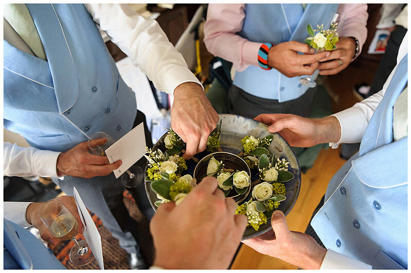groomsmen collecting button holes
